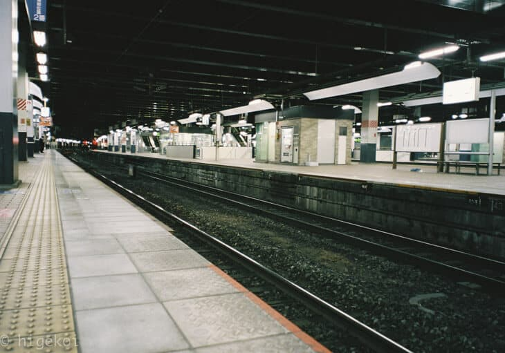 電車とホームと駅と
