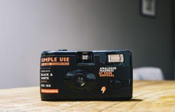 SIMPLE USE FILM CAMERA (レンズ付フィルム) BLACK AND WHITE