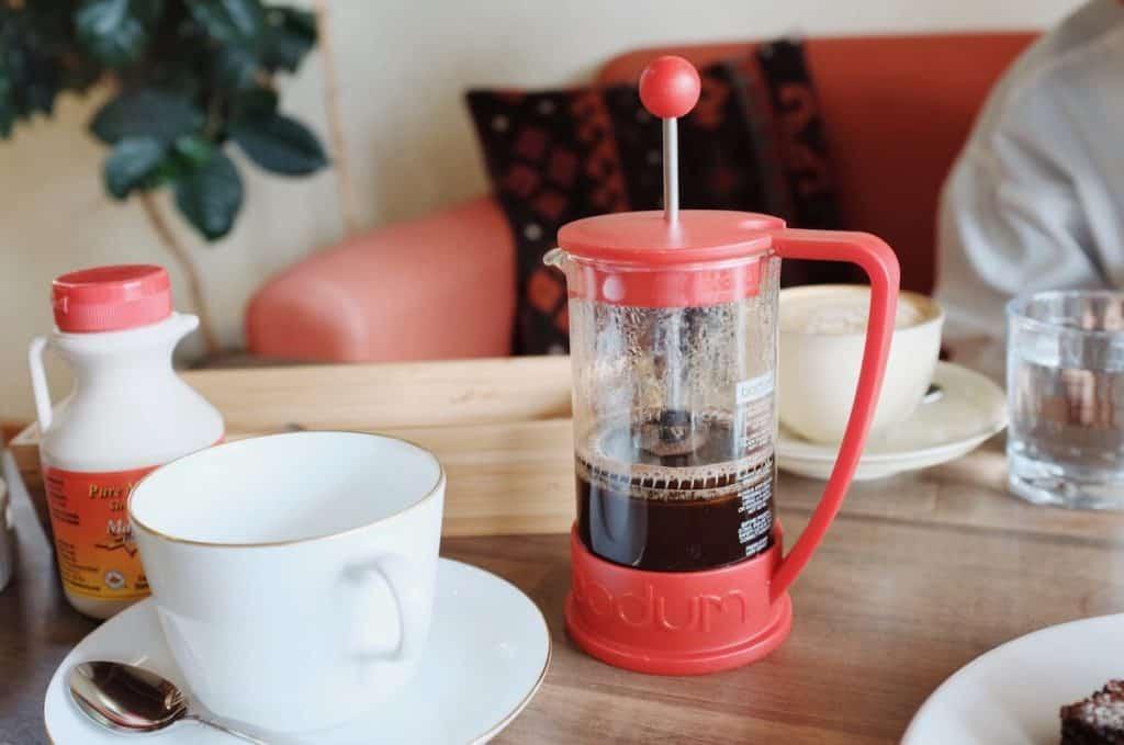 こだわりのスペシャルティコーヒーはフレンチプレスで